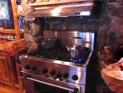 rh kitchen stove.jpg (51098 bytes)
